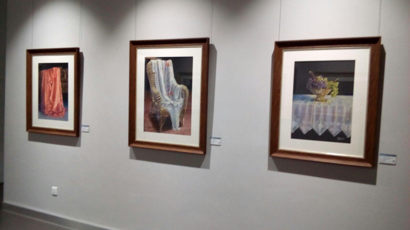 Panel con los tres cuadros de M Dolores Gil